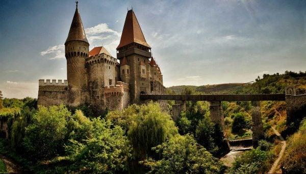 castelul corvinilor enjoy transilvania archia