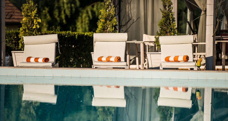 piscina conacului archia air view