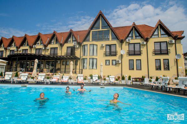 județul Hunedoara piscina Conacul Archia